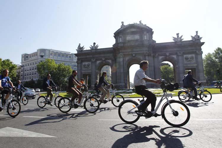 ¿Ya viene el seguro obligatorio para poder circular en bici o en patinete eléctrico?