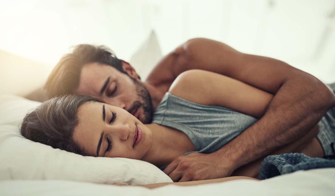 6 consejos para dormir mejor si tu mente se activa cuando tratas de conciliar el sueño