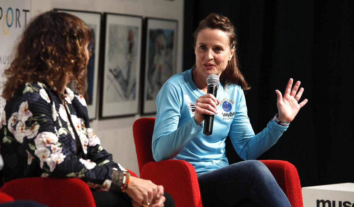 Sandra Corcuera, la mujer más rápida del mundo corriendo marcha atrás