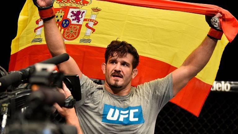 El canario Juan Espino hace historia en la UFC