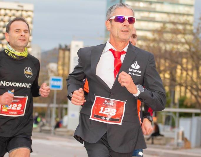 ¡Martín Fiz 32:58 en traje con 10 km!