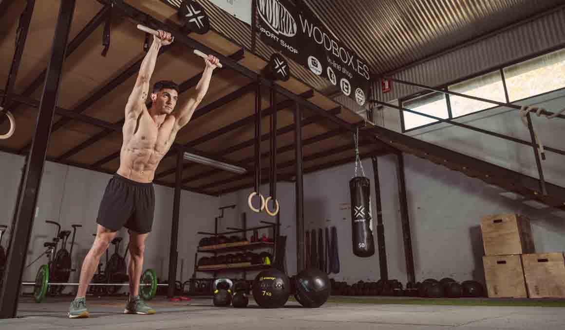 4 originales ejercicios para conseguir unos abdominales de portada