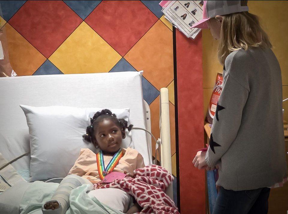 La deportista de sólo 11 años que regala sus medallas a los niños del hospital