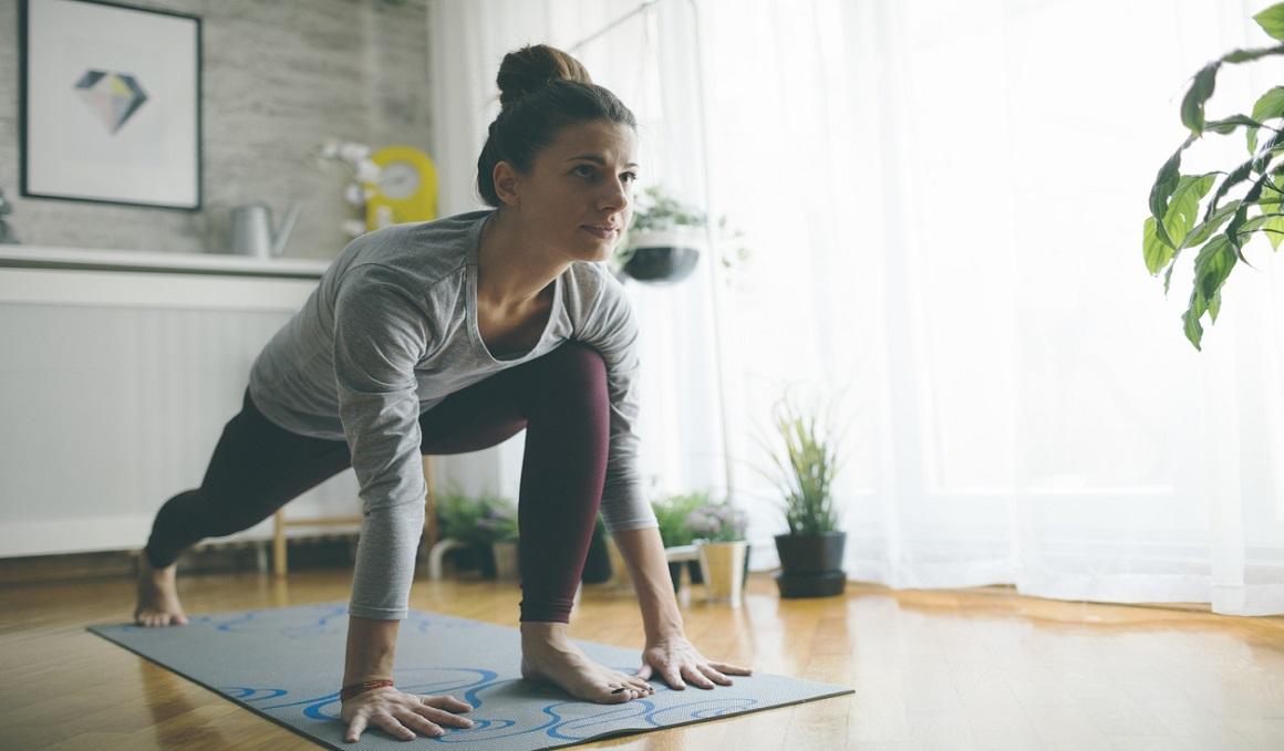 Tres ejercicios fitness que puedes hacer en casa