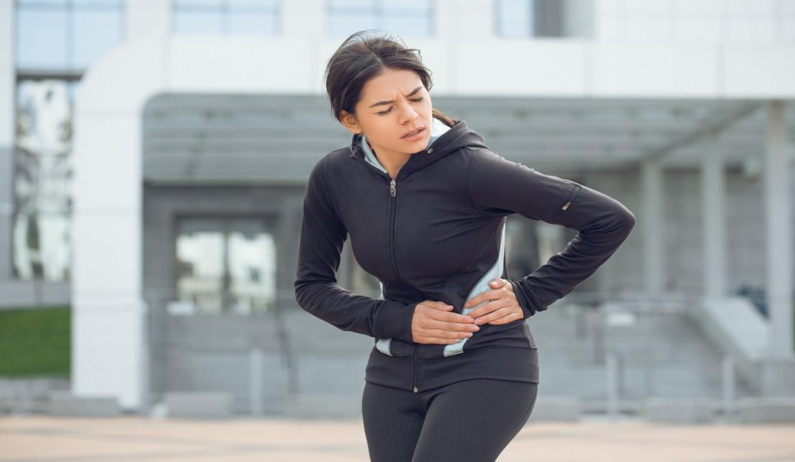 ¿Beber agua puede ser la causa de que salga flato cuando corres?