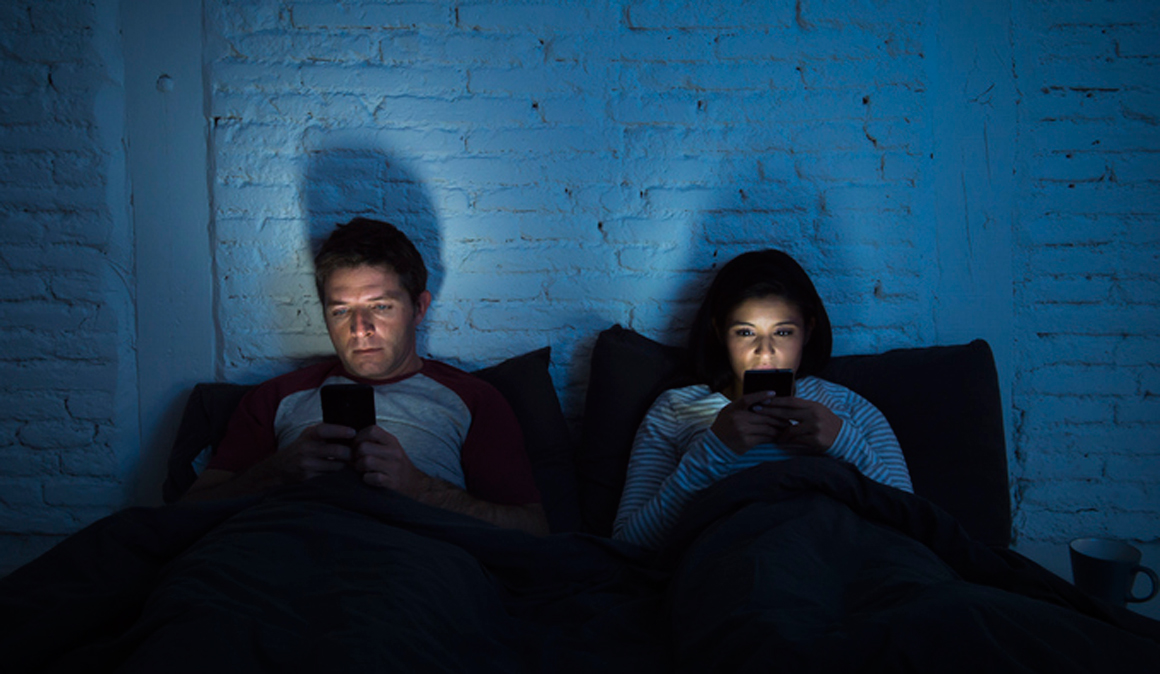 Hábitos saludables para luchar contra el insomnio tecnológico