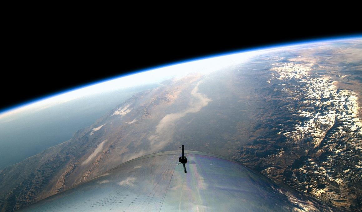 Under Armour, directo al espacio