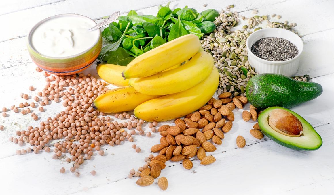 ¿Es bueno consumir alimentos ricos en magnesio en la cena?