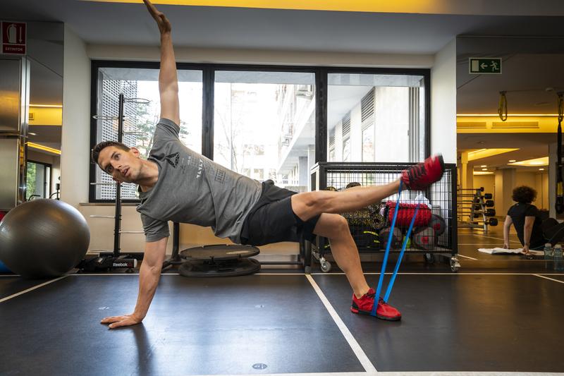 Los 4 ejercicios con bandas elásticas que no te puedes perder