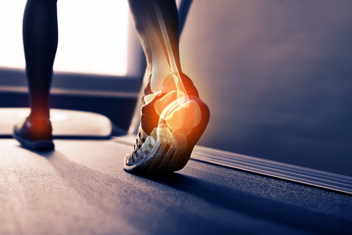 ¿Cómo se puede tratar el dolor en la planta del pie?