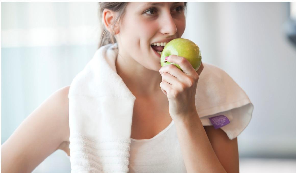 ¿Debemos preocuparnos por las calorías de la manzana?