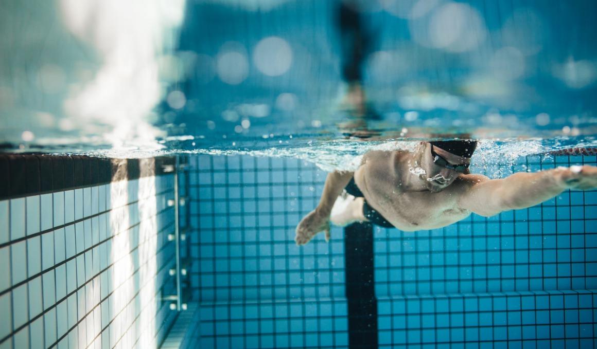 Los mitos sobre perder peso nadando