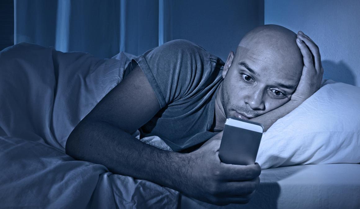 Estudio sobre el uso de móvil por la noche y la calidad del sueño en deportistas