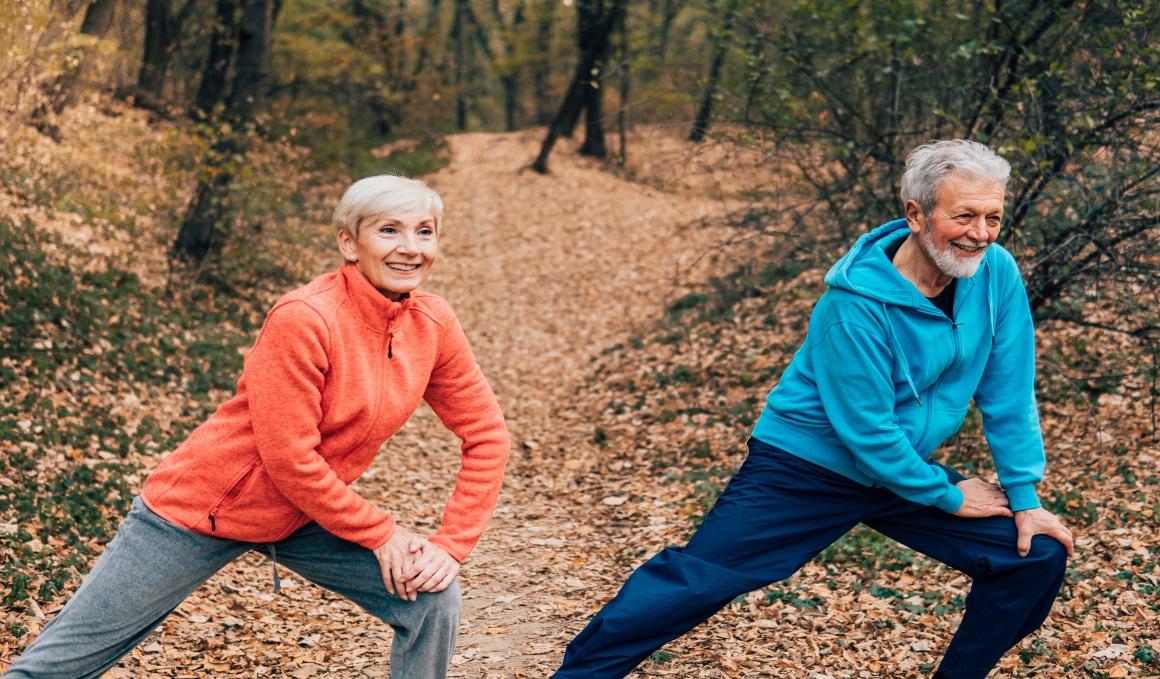 ¿Qué cambios físicos implica el envejecimiento en hombres y mujeres?
