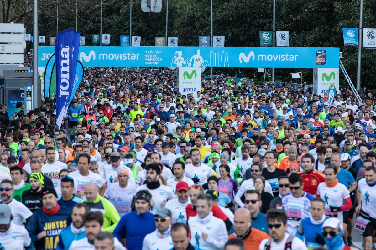 1 hora 1 minuto 47 segundos. Nunca se hicieron tan rápido 21 km en Madrid
