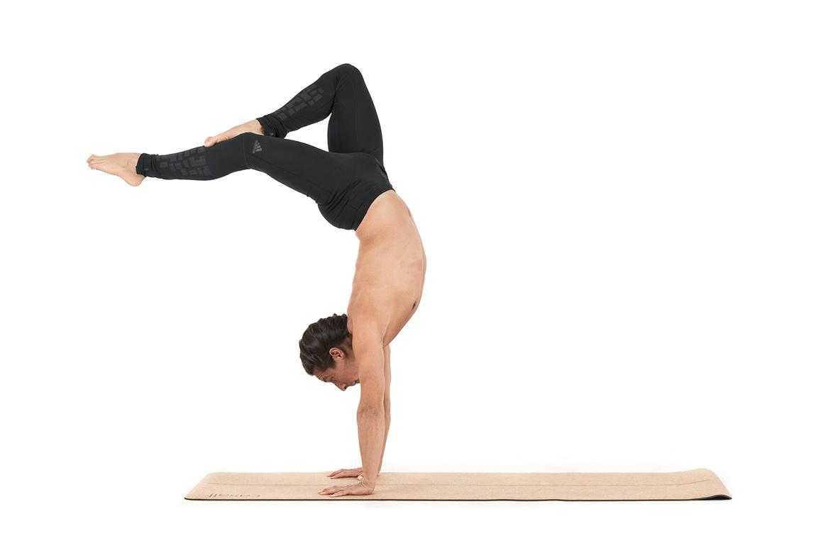 Handstand en yoga, ¿te atreves?