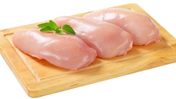 Confirmado: lavar el pollo antes de cocinarlo es peligroso para la salud