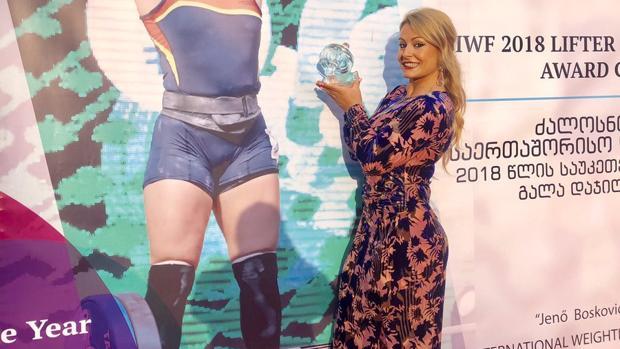Lydia Valentín discriminada al recoger el título de mejor haltera del mundo