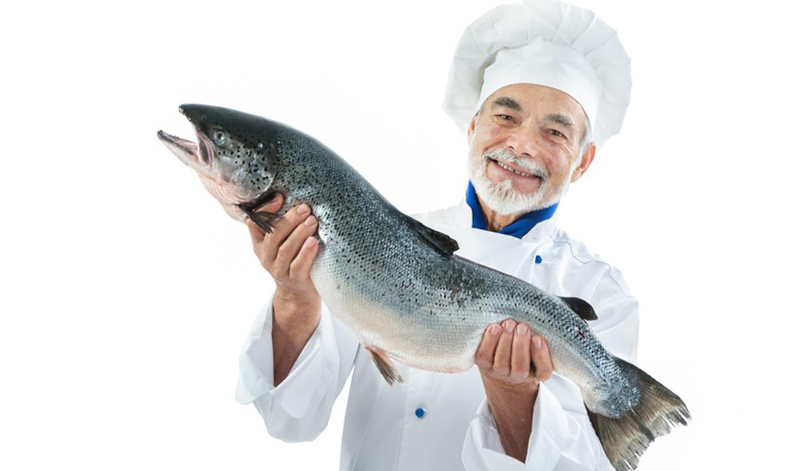Gana años de vida cambiando la carne por el pescado