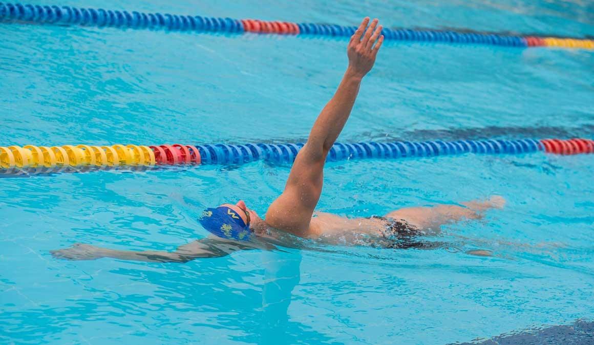Porqué deberías nadar a espalda unos largos todos los días