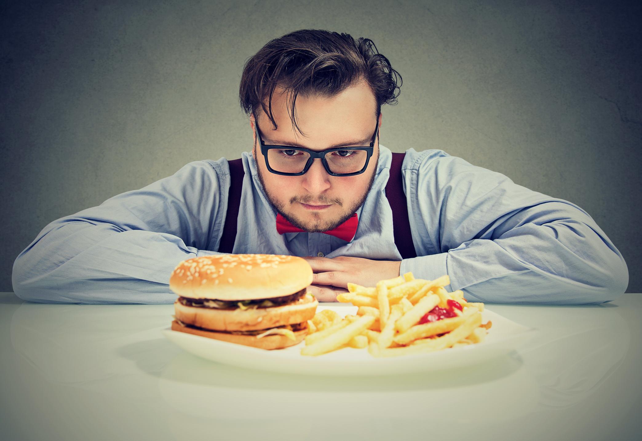 ¿Puede convertirse la comida rica en grasas en una adicción para tu cerebro?