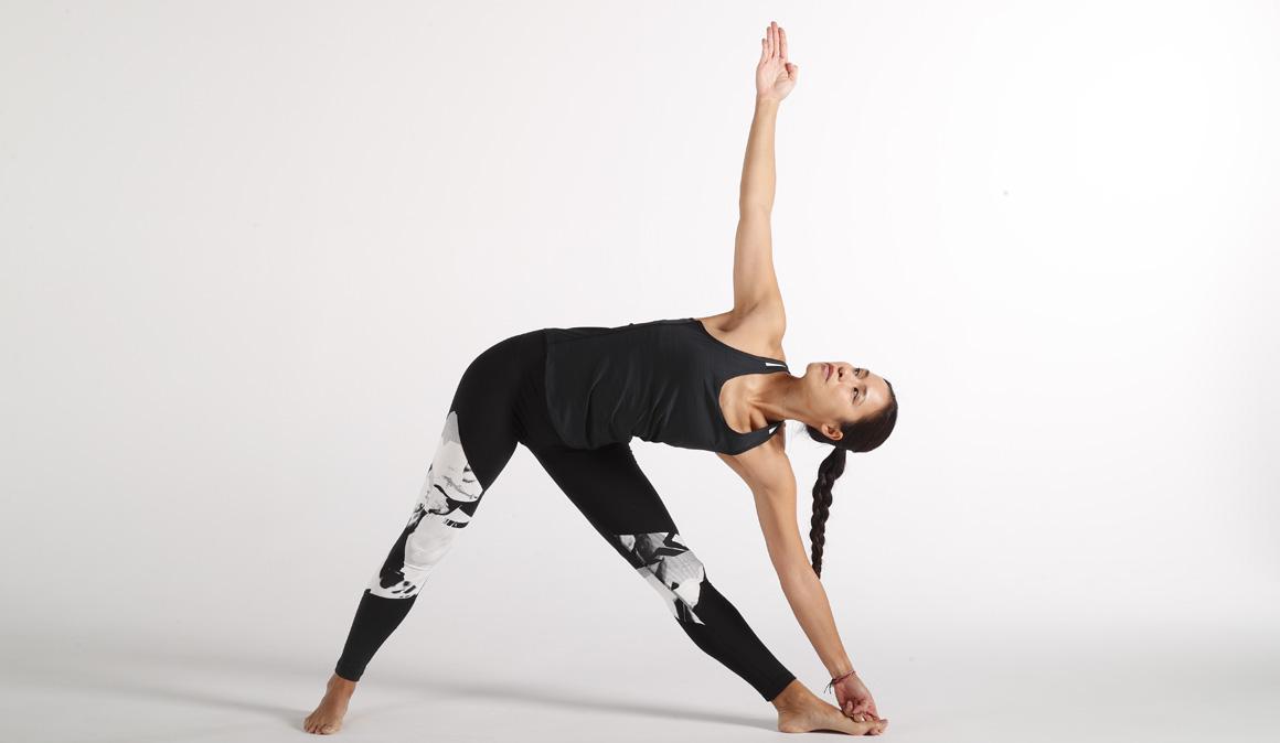 Las mejores posturas de yoga para la espalda con Xuan Lan
