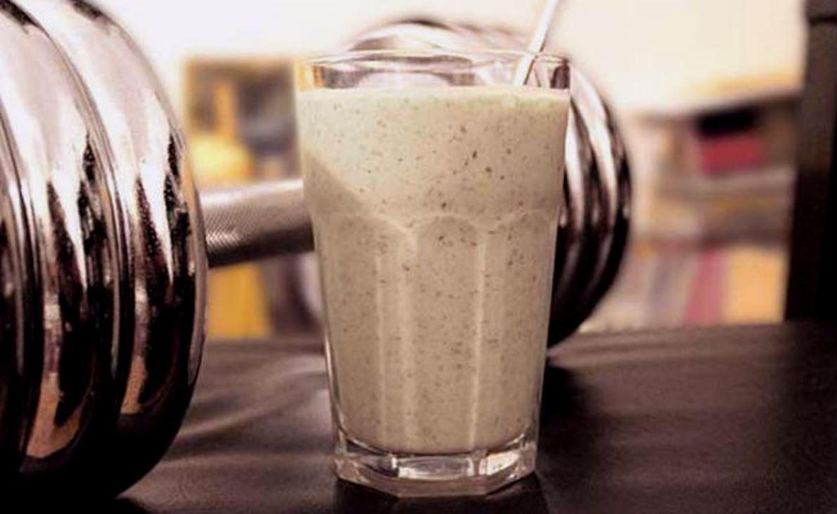 ¿Cuál debe ser la relación carbohidratos-proteína en tu batido dependiendo del tipo de deporte?
