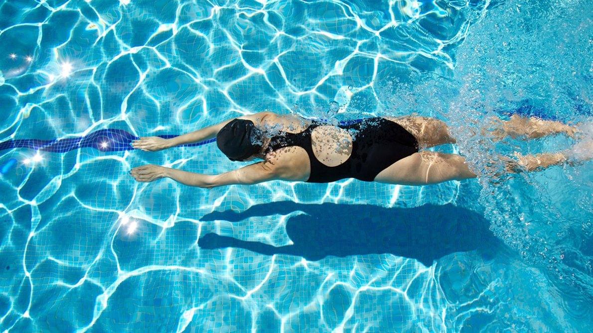 Este verano quema calorías en la piscina