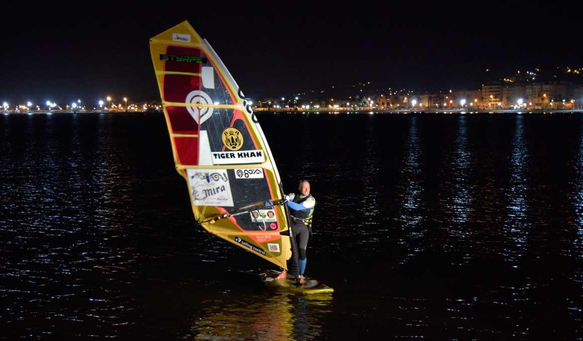 Ángel Medina logra el Reto Windsurfing Dos Continentes