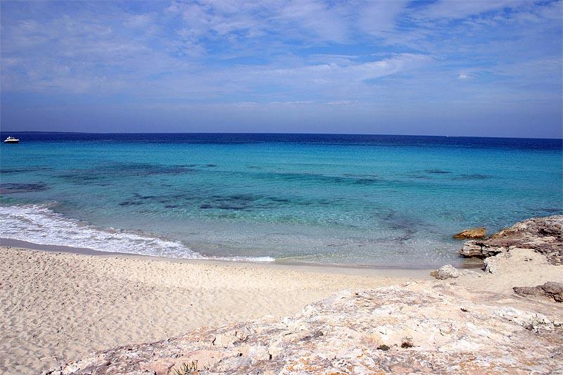 Muere un nadador en Formentera arrollado por una lancha