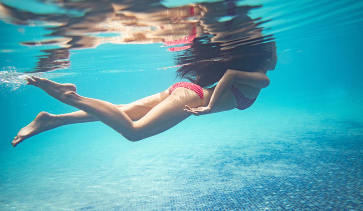 Nadar en el mar altera el microbioma de la piel y aumenta el riesgo de infecciones