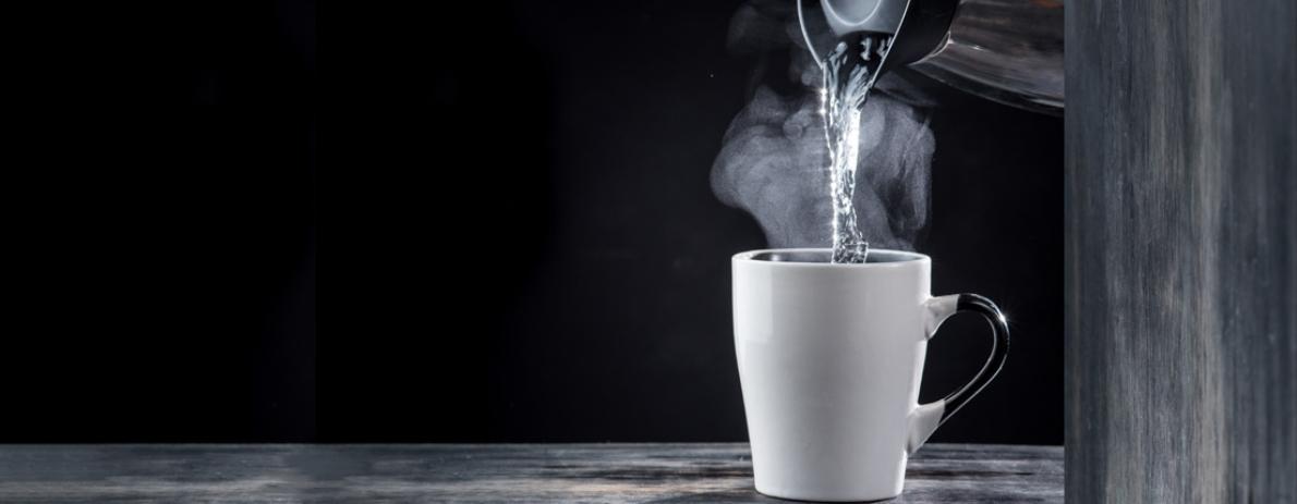 ¿Un vaso de agua caliente en ayunas?