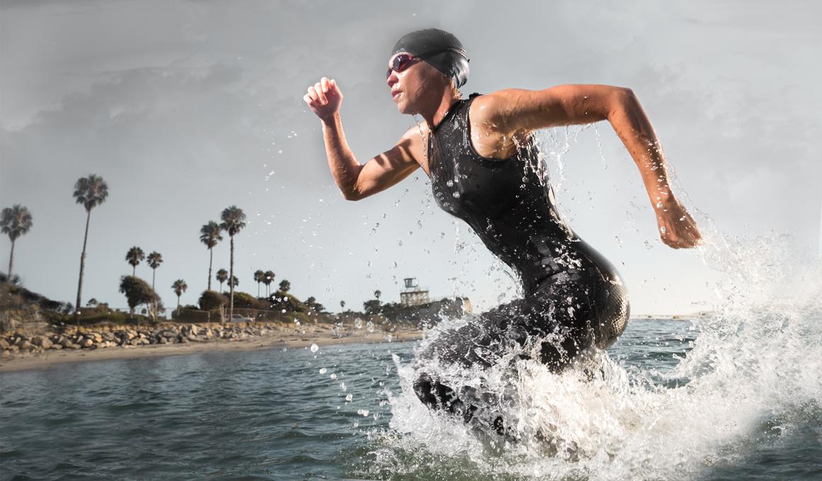 Nadador, aprende a entrar y salir del mar con olas