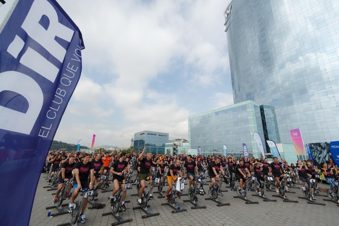 La gran maratón solidaria de spinning frente al mar