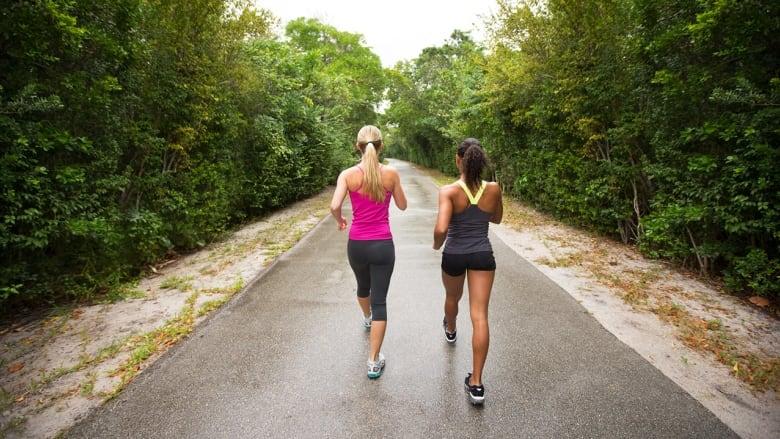 ¿Caminar gasta las mismas calorías que correr?