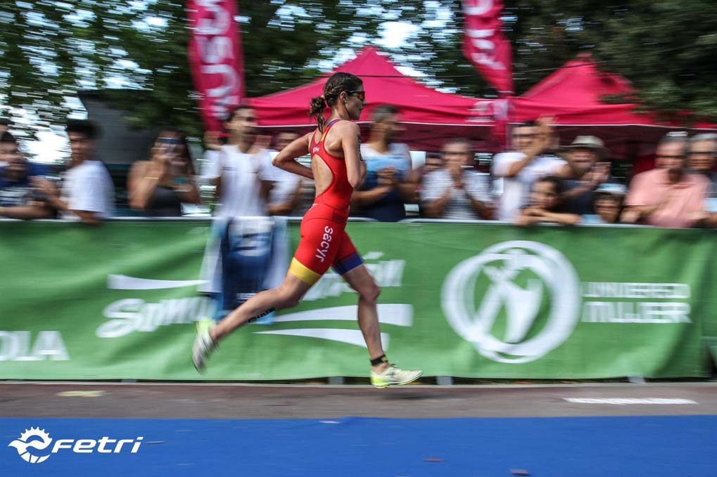 La élite del triatlón femenino español rasca puntos para Tokio en Banyoles