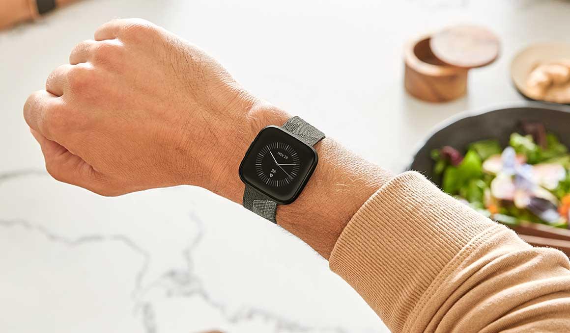 El smartwatch de Fitbit con Amazon Alexa