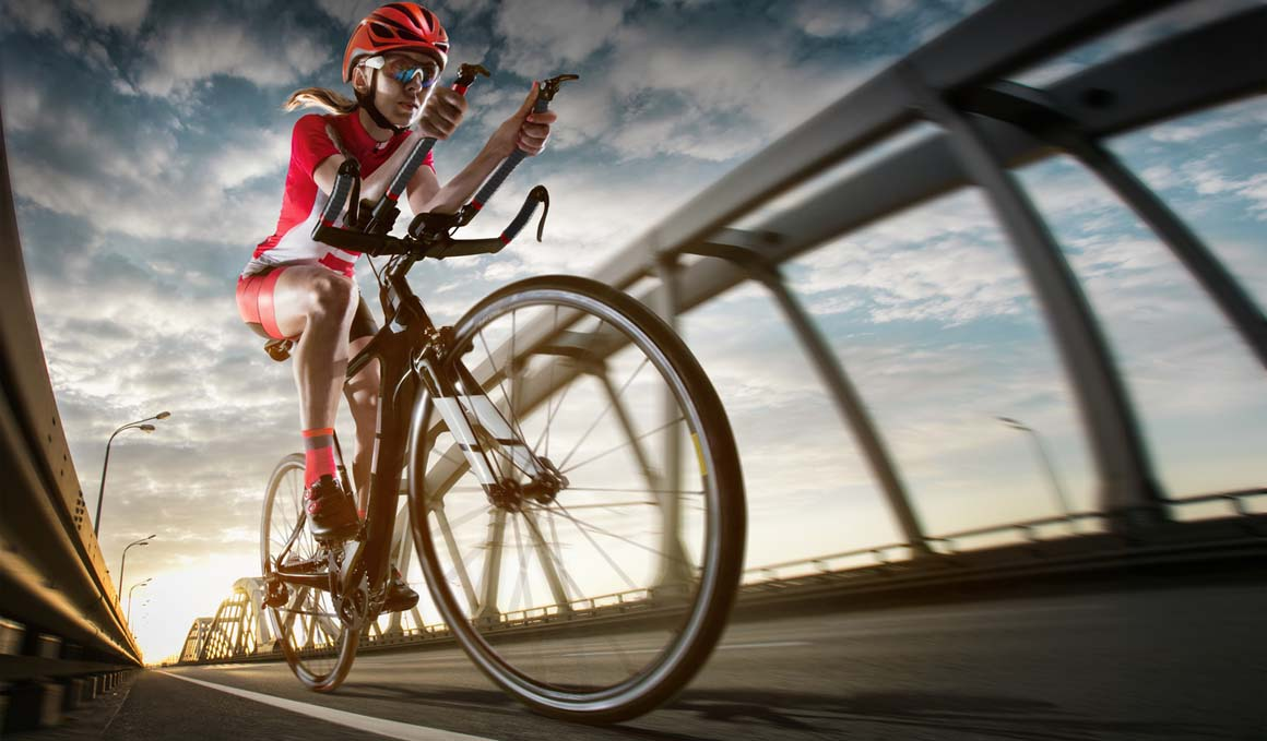 Triatleta, así puede lesionarte la bici