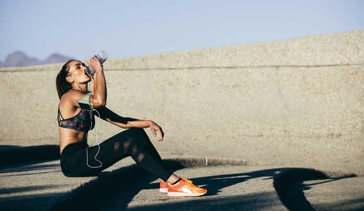 El peligro de beber solo agua: así influye la hidratación en tu rendimiento