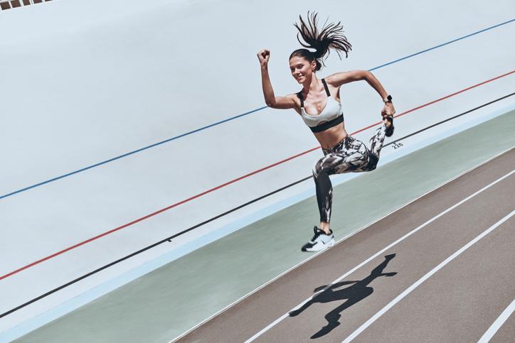 Ponte una banda elástica entre las piernas al correr y aumentarás la velocidad y eficiencia de carrera