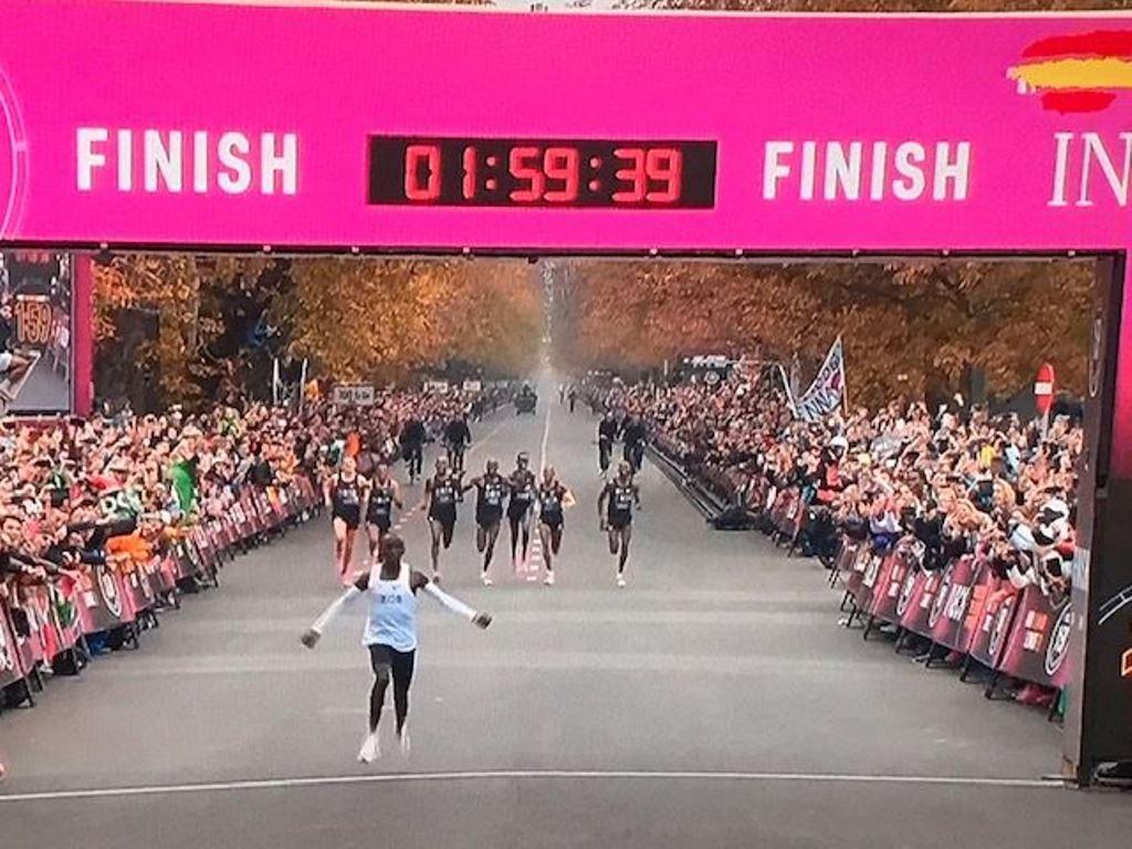 El hombre sí puede correr un maratón por debajo de dos horas...con algunas ayudas