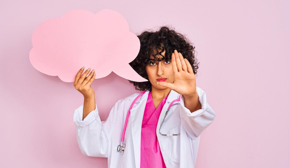 Cuidado con los bulos sobre el cáncer de mama en internet