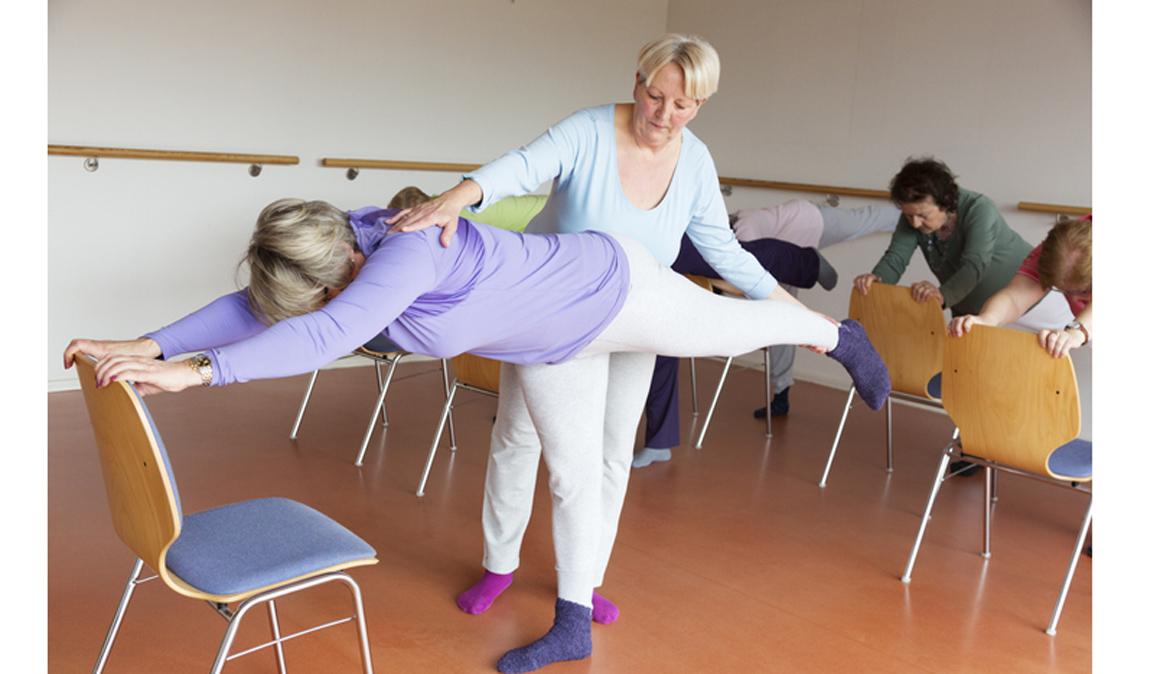 Yoga en silla para mejorar la calidad de vida en demencia senil