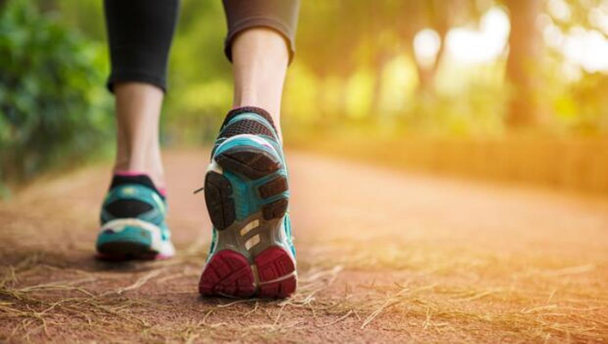 Tu velocidad caminando con 45 años marca cómo vas a envejecer