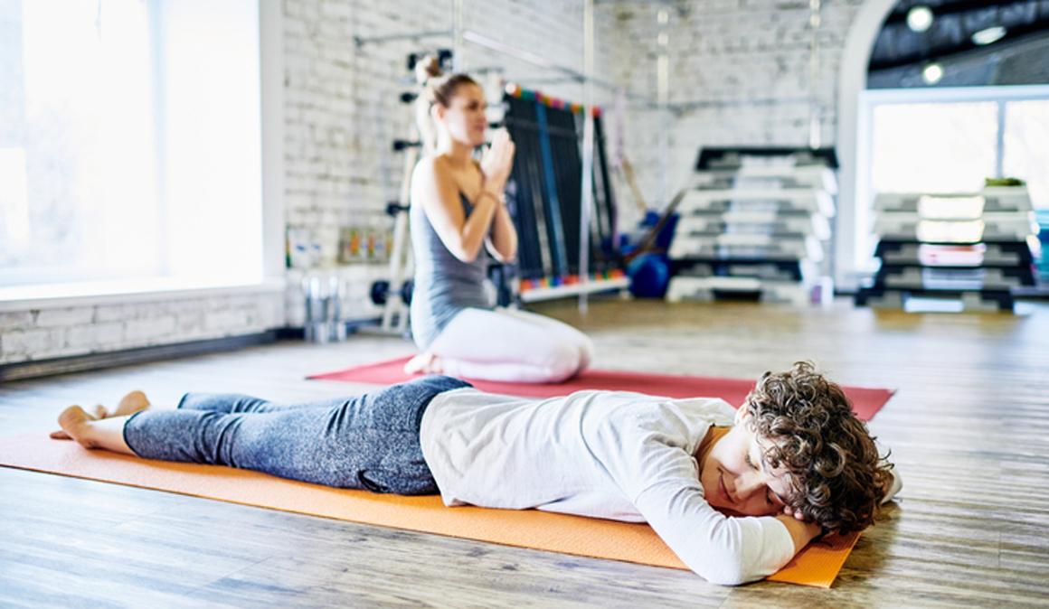 El yoga puede ayudarte con los dolores de espalda y los problemas de sueño