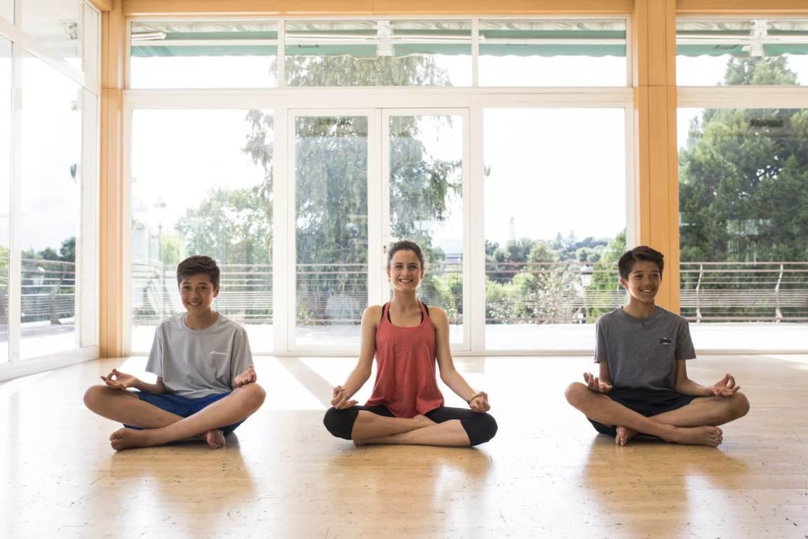 Curso de profesor de yoga para adolescentes