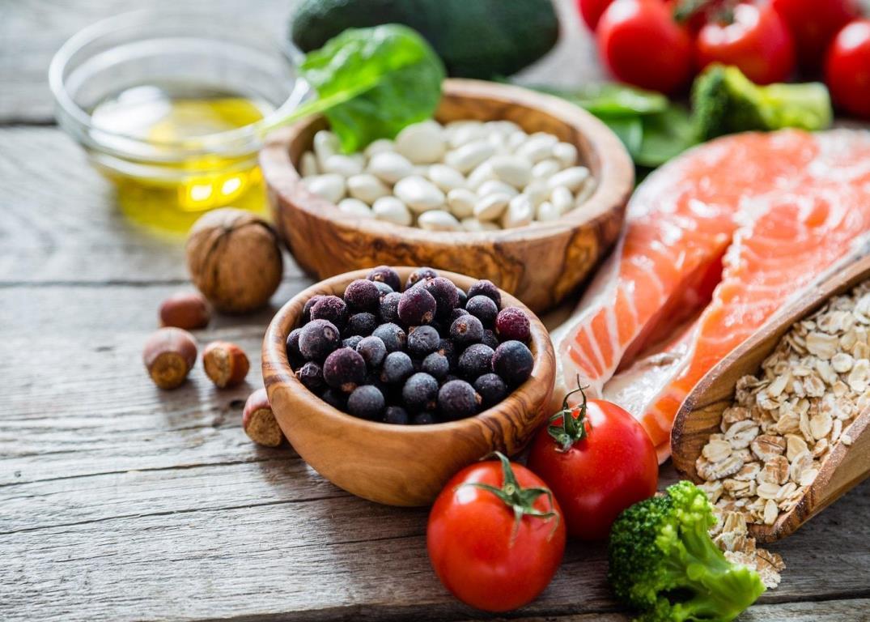 Los 12 alimentos que no deben faltar en la lista de la compra de un deportista