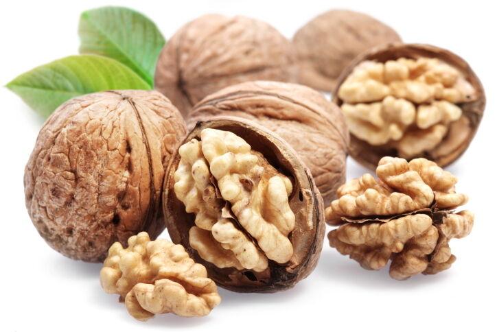 Los beneficios cardiosaludables de las nueces podrían comenzar en el intestino
