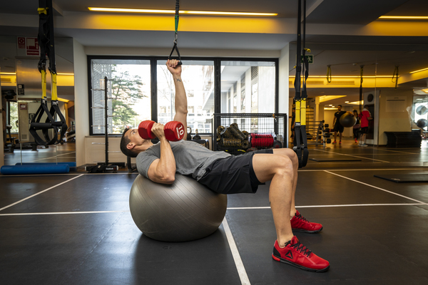 6 ejercicios con fitball increíblemente efectivos