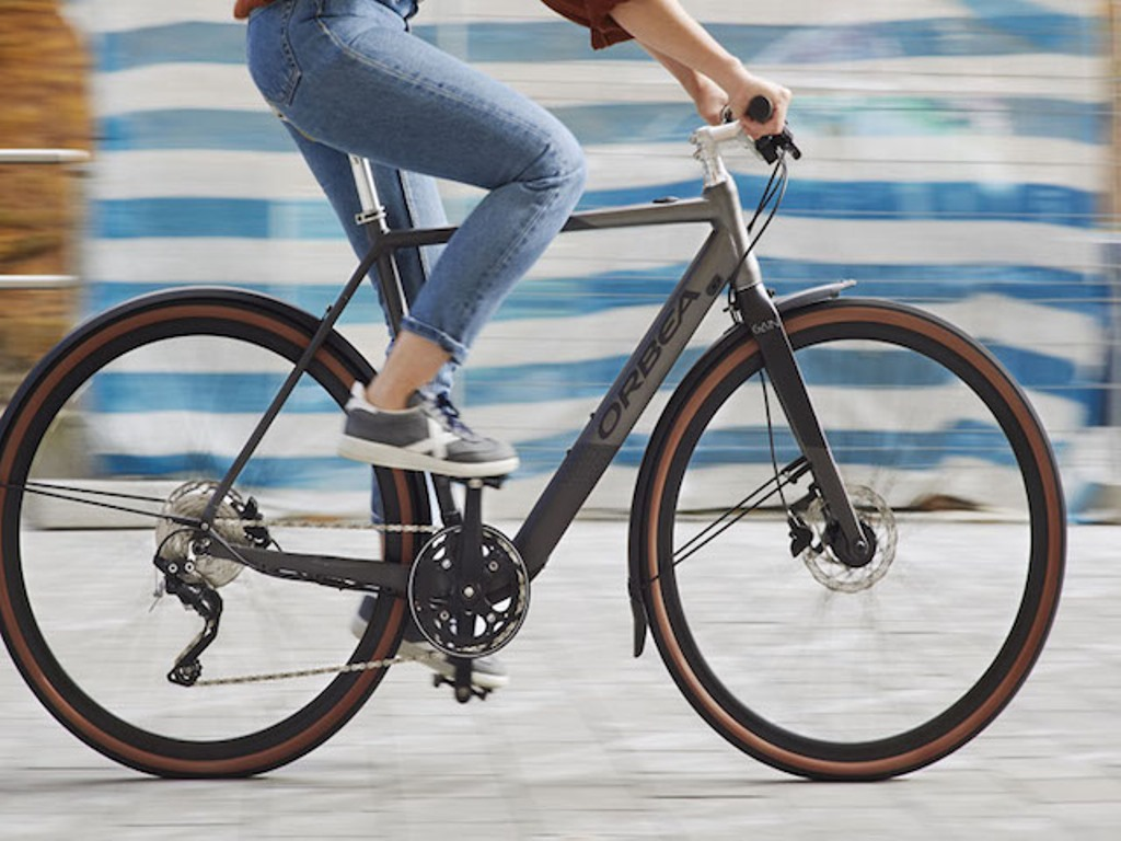 ¿Puedo lesionarme por montar en bici con zapatillas de correr?